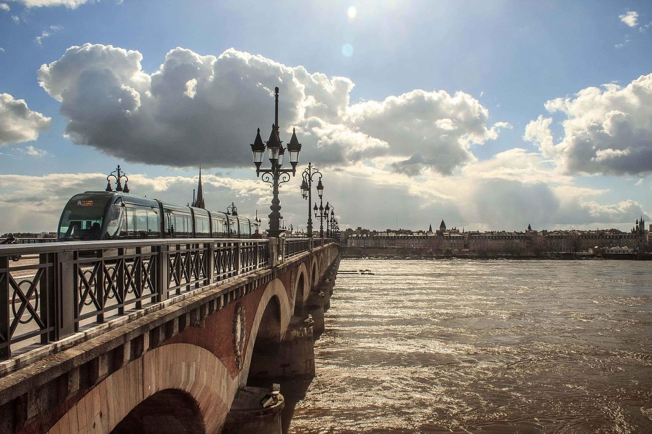 Réussir son rachat de crédits dans la région de Bordeaux